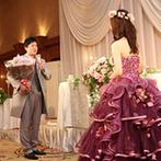 宝塚ホテル:プランナー提案の新郎から新婦へのサプライズで、より感動的な式に。洗練されたホテルのサービスが喜ばれた