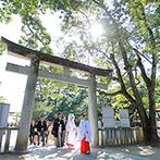 KONAYA HOTEL:長い歴史を感じる神社で古式ゆかしい挙式。参道での祝福や白無垢での誓い、オープンカーも心に残る思い出に