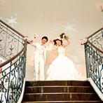 アール ベル アンジェ Nagoya:BGMや装飾をテーマパーク風にアレンジし、非日常感が満点!階段からの登場は、キャラクターの決めポーズで