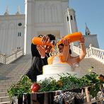 ローズガーデン/ロイヤルグレース大聖堂:美しいステンドグラスに見守られて誓うセレモニー。挙式後は青空の下、多彩なアフターセレモニーも満喫!