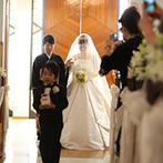 太閤園:スペインの教会をモチーフにした真っ白な美しいチャペル。広々とした庭園でのアフターセレモニーも満喫