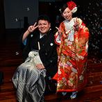 太閤園:シャボン玉に包まれて入場するなど、ゲストを楽しませる仕掛けを随所に。ふたり&ゲストの余興も好評だった