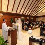 アルカンシエルガーデン名古屋:水音に癒される、リゾートムード漂うチャペルで永遠の約束。式後は、ゲストと一体になれるセレモニーも
