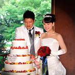 富士屋ホテル:クラシカルな空間を生かして和装&ドレス姿を披露。テーブルスピーチやシャンパンサーベラージュの演出も