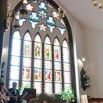 ST. MARGARET WEDDING(セント・マーガレット ウエディング):模擬挙式でステンドグラスが輝く大聖堂の美しさに魅了された。美味しいおもてなしもゲストに喜ばれると確信