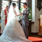ST. MARGARET WEDDING(セント・マーガレット ウエディング):幻想的に輝くステンドグラスが印象的な大聖堂で、感動と笑顔のセレモニー。挙式後はガーデンで楽しい時間