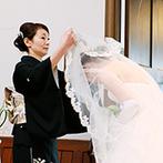 ST. MARGARET WEDDING(セント・マーガレット ウエディング):重厚な扉の向こうには、四重奏の音色が響き渡る厳かな舞台。心が震える挙式の後は、屋外でセレモニーを