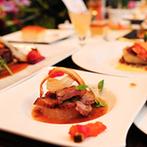 ウエディングヒルズ アジュール:おいしい料理と徹底されたサービスが決め手に。落ち着いた雰囲気の英国風邸宅もふたりのイメージそのもの