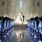 Belle Vie AZ GRACE(ベルヴィ アズ グレイス):純白のウエディングドレスを輝かせてくれる、ピュアな雰囲気のチャペル。天使の羽根の祝福でロマンチックに