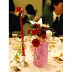 ホテル日航プリンセス京都:瀟洒な会場をクリスマス風に装飾。場のムードに彩を添えたフラワーアレンジメントは新婦や新婦友人の力作