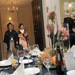 ヒルサイドクラブ迎賓館 八王子:パーティの舞台は上品さが薫る、洗練された白亜の邸宅。彩り鮮やかなフレンチでゲストのおしゃべりが弾んだ