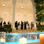 アーヴェリール迎賓館 大宮:夜のプールにゆらめく幻想的なイルミネーション&キャンドルの灯。楽しさや美味しさ、感謝を贈るパーティに