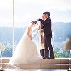 AMANDAN HILLS(アマンダンヒルズ):季節の自然に彩られた、ガラス張りのチャペル。オルガンの音色も雰囲気を高め、気分は森の中の結婚式