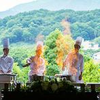 AMANDAN HILLS(アマンダンヒルズ):シェフによる炎のグリルショーと美味しいメイン料理にゲストも大満足。映像や歌の余興で会場は大盛り上がり