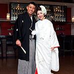 アルカンシエル横浜 luxe mariage:洋楽にも似合う白無垢×洋髪スタイルでゲストを魅了した。心を込めた手紙ビデオで「ありがとう」を両親へ