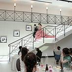 アルカンシエル横浜 luxe mariage:夢だった大階段入場やキャンドルリレーなど素敵なひと時。新郎から新婦へのサプライズも印象に残った