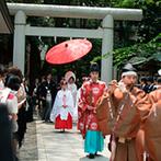 乃木神社・乃木會館:静けさと穏やかな雰囲気が包む中、雅楽の導きで参道を歩んだ一同。参列したゲストからも感動の声が多数