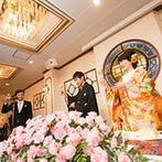 乃木神社・乃木會館:和×洋が見事に融和した空間を、ピンクのカーネーションでコーディネート。母への感謝の気持ちは兄弟全員で