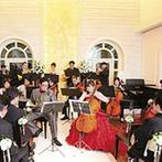 ロザンジュイア 広尾迎賓館:パーティの後半では、新郎新婦も参加してゲストと一緒に演奏を披露!優雅で自由なひと時を楽しんだ