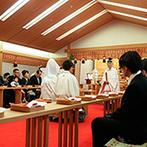 ホテル阪急インターナショナル:出雲大社のご神体が祀られている神殿での挙式。親族に見守られながら古式ゆかしい儀式で晴れて夫婦に