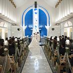 ホテルニューオータニ幕張:ホワイト×ブルーの洗練された独立型チャペルで永遠の約束を。家族の絆を感じる儀式にゲストの感動も最高潮