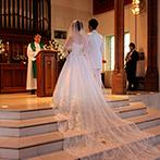 ホテルサンライフガーデン/グランドビクトリア湘南:ガーデンの中に佇む独立型教会に心を奪われた。理想にぴったりの会場で、幸せいっぱいの結婚式になる予感