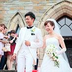 ホテルサンライフガーデン/グランドビクトリア湘南:天井高15mの開放的な教会で叶えた神聖なセレモニー。緑溢れるガーデンで、ゲストとふれ合いのひと時を満喫