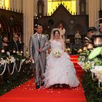 セント・ラファエロ大聖堂 ~湘南迎賓館~:清らかな気持ちになるステンドグラスが美しい大聖堂で挙式。リングガールの登場など和やかな場面も