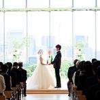パレスホテル東京(PALACE HOTEL TOKYO):絵画のような美しい景色をバックに愛を誓うチャペル。家族との絆や新しい人生の始まりを感じる儀式に感動