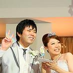 クアトロ・スタジオーニ マリエール太田:タキシードを着た大きなぬいぐるみがゲストをお出迎え。愛情いっぱいのファーストバイトに笑顔が広がった