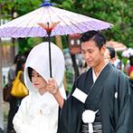 シーサイド リビエラ:地元・鶴岡八幡宮で古式ゆかしい神前式。雨でさえも情緒豊かな光景に変える、日本ならではの儀式に感動