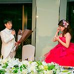 ホテルニューオータニ:アットホームで楽しい披露宴のクライマックスを飾ったサプライズ。新郎からの思わぬプレゼントに新婦は涙
