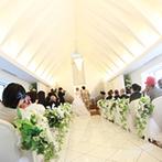 埼玉グランドホテル本庄:陽光がたっぷり注ぐ、地上50mの場所にある開放的なチャペル。大切なゲストと牧師様に見守られ、愛を誓った