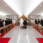 ロイヤルパインズホテル浦和:新しい神殿で叶った厳かな伝統挙式。凛とした空気の中にも、白で統一されたナチュラル感があり新鮮な雰囲気