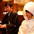 新横浜グレイスホテル/ロゼアン シャルム:天照大神を祀る神殿で、念願の神前式。たくさんの温かなまなざしに包まれ、憧れの白無垢で誓いをたてた