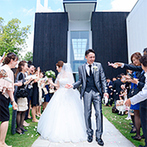 ブランレヴュー宇都宮アクアテラス:自然光がたっぷり注ぐ純白のチャペルで永遠の約束。アフターセレモニーでは、バブル&フラワーシャワーを!