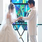 神戸ポートピアホテル:壮麗なステンドグラスの輝きにうっとり。笑顔輝くスタッフに、ゲストのおもてなしも任せたいと感じた