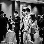 神戸ポートピアホテル:ふたりがゲストのもとへ足を運び、幸せをわかちあった。新郎がこっそり仕掛けたサプライズの種明かしも