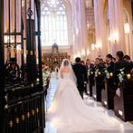 アンジェリカ・ノートルダム ANGELICA Notre Dame:大勢のゲストに見守られての大聖堂挙式。高らかなトランペットの音色、荘厳な雰囲気にゲストから感動の声も