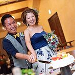 THE HILLTOP TERRACE NARA(ザ・ヒルトップテラス奈良):開放感が広がる会場でカジュアルに楽しむ披露宴。各卓に置かれたウエディングケーキ入刀も斬新なアイデア