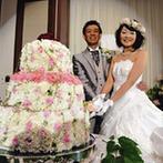 ホテル日航成田:大好きな花がテーマの披露宴。ブーケ&ブートニアのサプライズ、フラワーケーキへの入刀も感激でいっぱい!