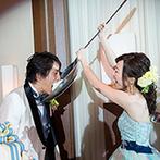 """ホテル日航成田:ふたりの""""好き""""が詰まった笑いあふれるパーティ。入場演出やBGM、ケーキのデザインも個性を光らせた"""