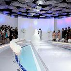 成田ビューホテル:幻想的な光景に包まれて誓う円形のチャペルが決め手。バルコニー付きの披露宴会場は入場シーンが想像できた