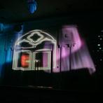 成田ビューホテル:和装にお色直しをしての再入場はムービングプロジェクター演出で豪華なシーンに。同ホテルで二次会まで満喫