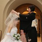 オークラ千葉ホテル:自然光が差し込むチャペルで、家族の絆を大切にしたセレモニー。挙式後はガーデンで笑顔のバルーン演出
