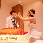 マリエールオークパイン金沢:映像とともに華麗にふたりが登場!オリジナルケーキや美味しい料理など、ゲストへのおもてなしも充実