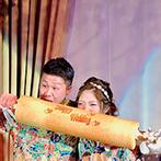 ザ・ロイヤルクラシック姫路:ハワイのクリスマスをイメージした装飾や衣裳などふたりらしさ満載!バウムクーヘンをかじる演出は注目の的