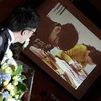 ザ・セレクトンプレミア 神戸三田ホテル:ひとつの木から生まれる三連時計の制作過程を、映像でお披露目。大切なゲストとゆったりふれ合うパーティに