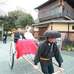 ザ ソウドウ ヒガシヤマ キョウト(THE SODOH HIGASHIYAMA KYOTO):観光地としても有名な八坂神社での挙式は、忘れられない思い出に。挙式の様子を編集した映像は披露宴で上映