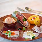 ザ ソウドウ ヒガシヤマ キョウト(THE SODOH HIGASHIYAMA KYOTO):新婦の身体に配慮した料理や飲物、進行を心がけてくれたスタッフたち。司会者のインタビューも絶妙だった